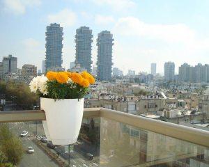 Modern balcony planter idea
